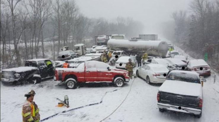 Две лица загинаа во снежната бура во САД