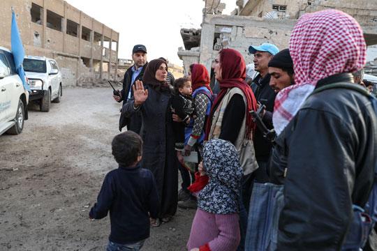 """УЖАСНА ВИСТИНА: """"Хуманитарци"""" на Сиријки им даваат храна во замена за секс"""