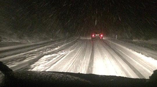 СНЕГОТ НЕ ПРЕСТАНУВА И ВО МАРТ: Вечерва на овие места снегот врне без престан (ФОТО)