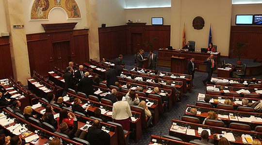 ВМРО-ДПМНЕ: Насилното носење на неуставниот закон за двојазичност е сериозен удар врз демократијата и преседан