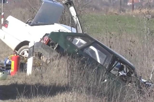 Фотографии од страшната сообраќајка кај Ропотово во која загинаа две лица