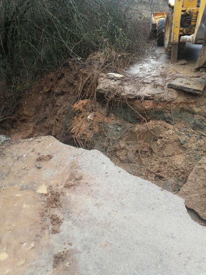ФОТО: Се сруши мост во прилепско, 200 луѓе заглавени!