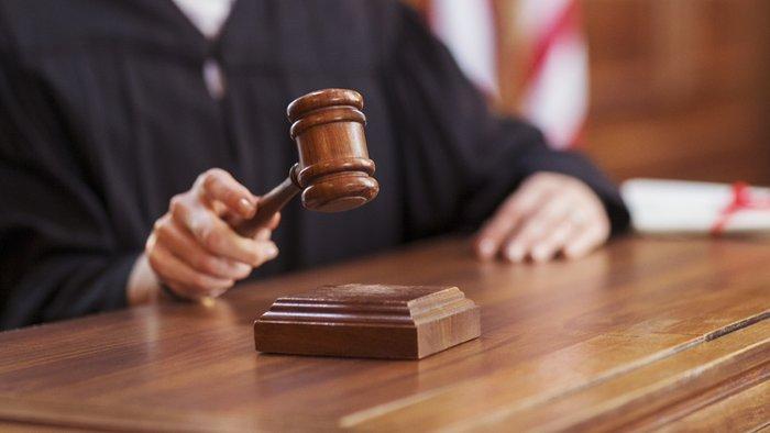 Денешен: Како политичките притисоци ги направија судиите сервилни?