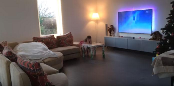 ВИДЕО: Татко тајно поставил камера за да целиот свет му поверува дека ќерката го прави ова во соба