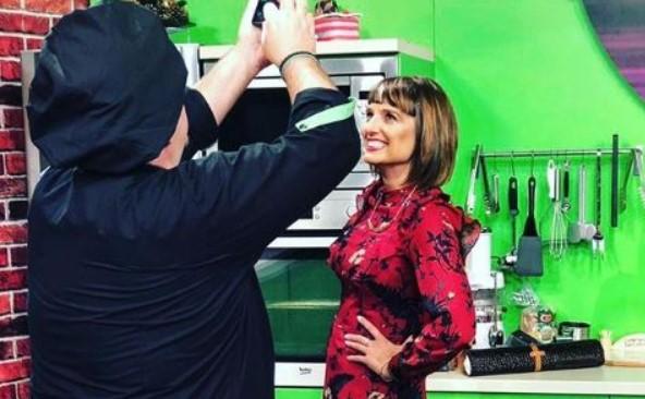 """Водителката на """"Брза кујна"""" во фустан за бремени: Марк ја праша дали има нешто """"големо"""", а еве што таа му одговори…(ФОТО)"""