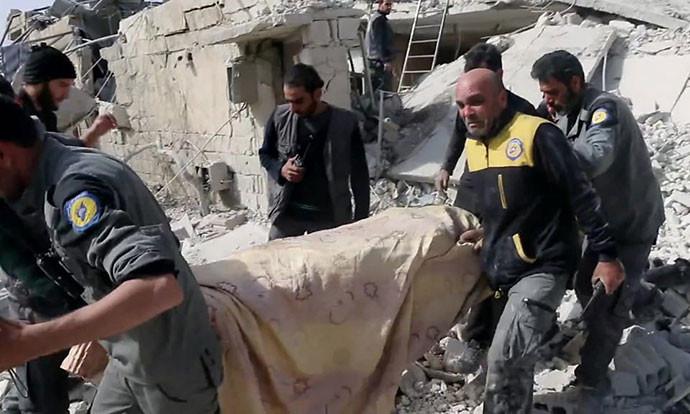 Ужас кој ќе го боли цел живот: Спасувач го извлече телото на мајка му од урнатини (ВИДЕО)
