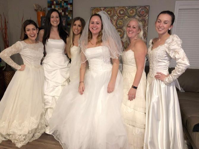 Изгледа дека овие фотографии се направени на свадба, но вистината е далеку од тоа