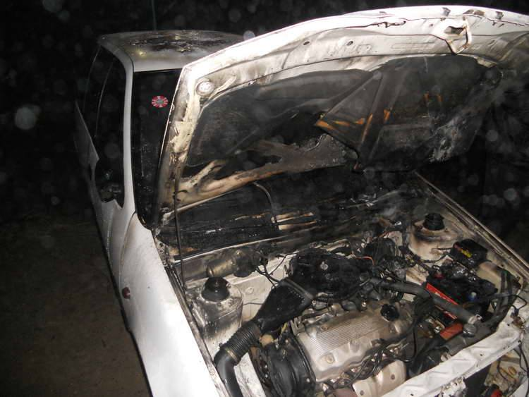 Запален автомобилот на новинарот Милошески (ФОТО)