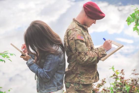 Правеле фотосесија пред да замине во војска: Жената му ја соопшти најубавата вест, а потоа следуваше бура на емоции (ФОТО)