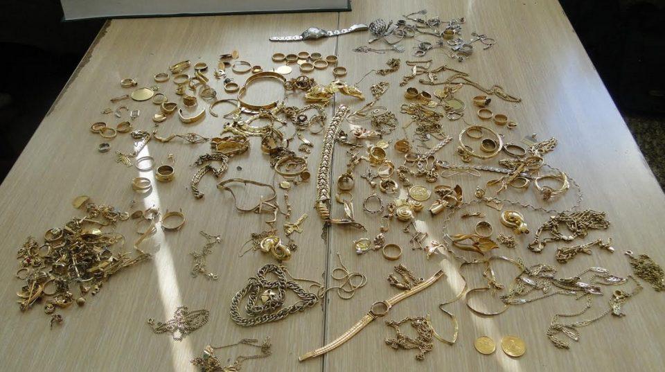 ФОТО: Златен накит вреден 30.000 евра запленет на Царина
