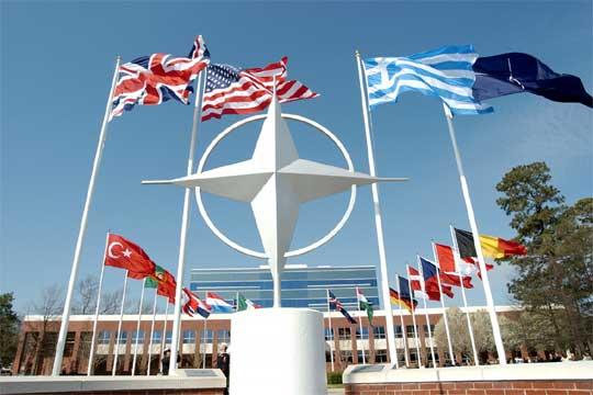 Членките на НАТО ги зголемуваат воените буџети