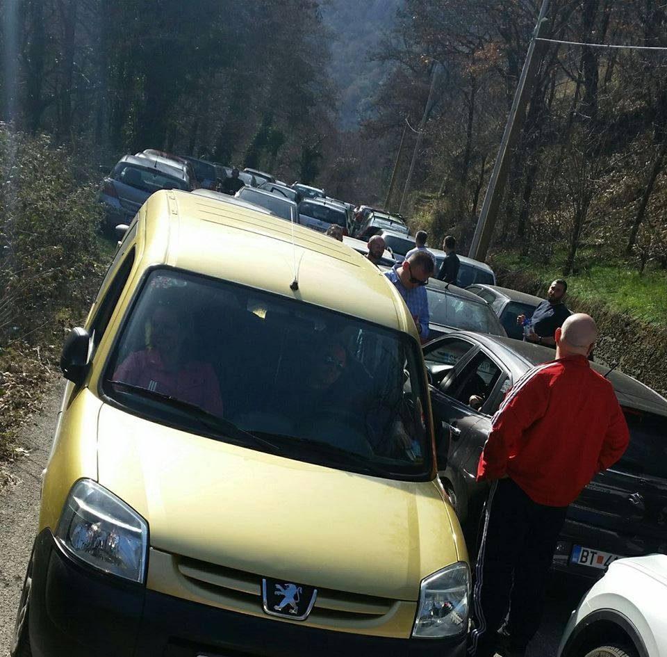 Сообраќаен хаос на Матка: Ни напред, ни назад- заглавени голем број граѓани (ФОТО)