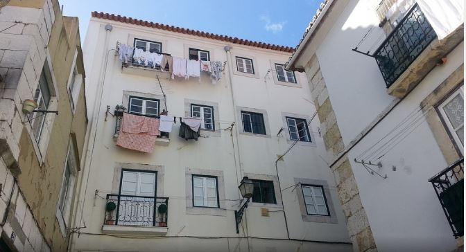 ФОТО: Баба чистеше прозорец и стана хит на Интернет