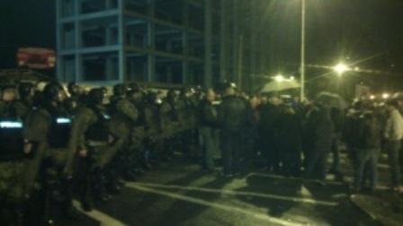Република: Полицијата вечерва ги чува штабовите на СДСМ и домовите на пратениците