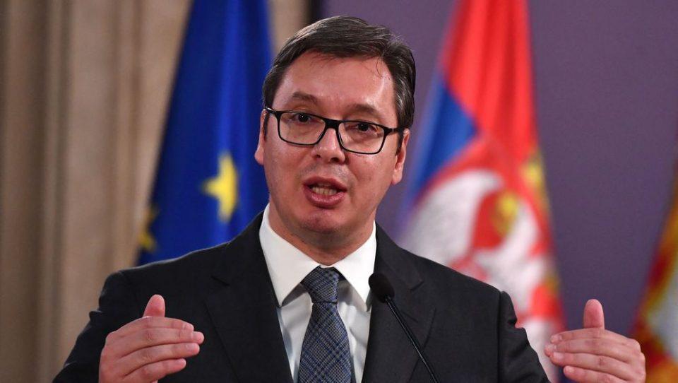 Вучиќ: Нема да се одржат собири во Хртковци