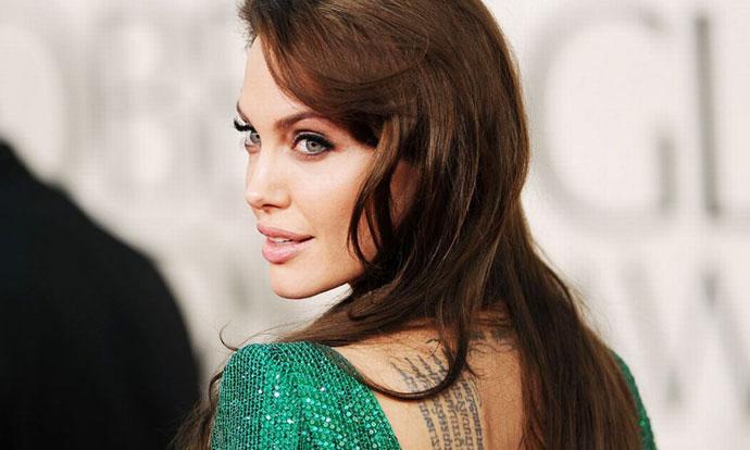 Анџелина Џоли во опуштено издание замина на прошетка со приватен авион! (ФОТО)