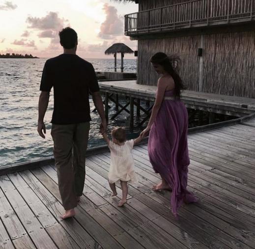 ФОТОГРАФИИ ШТО ГО ОБИКОЛИЈА СВЕТОТ: Астори со ќеркичката пред неговата ненадејна смрт