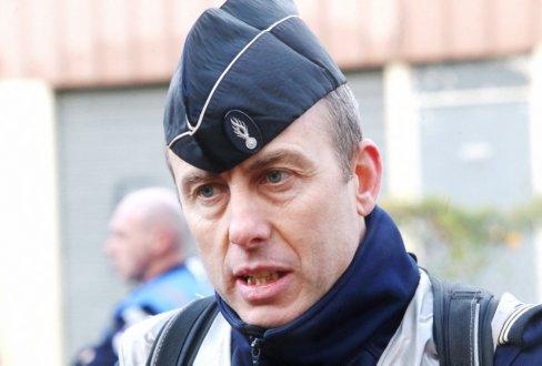 Почина полицаецот-херој кој се размени за заложници и спаси десетина луѓе