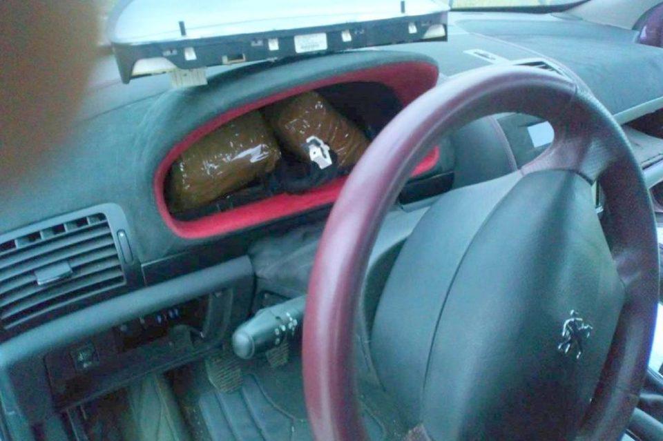 Им кажал на цариниците дека купил само брашно, кога го отвориле автомобилот имале што да видат (ФОТО)