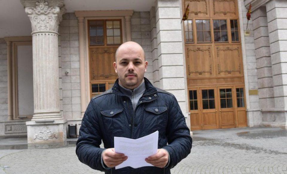 Костовски: Граѓаните гледаат како економијата тоне