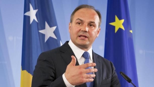 Хоџај: Македонија побара поддршка од Косово за спроведување на двојазичноста