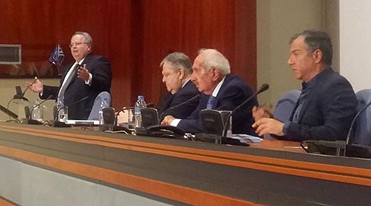 Коѕијас, Венизелос и Теодоракис ги детализираа позициите: Промена на Уставот, име без превод за севкупна употреба
