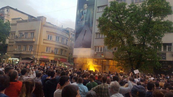 СДСМ објави дека палењето на канцеларијата и фотографијата на Иванов се дела против демократијата