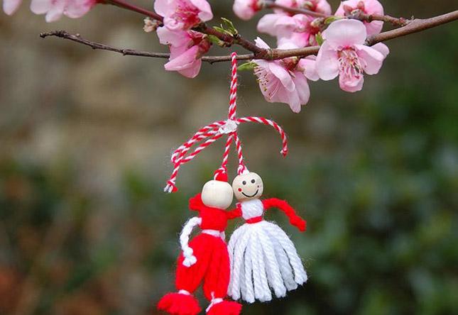 Мартинки, црвено-белите амајлии – ова е обичајот за нив