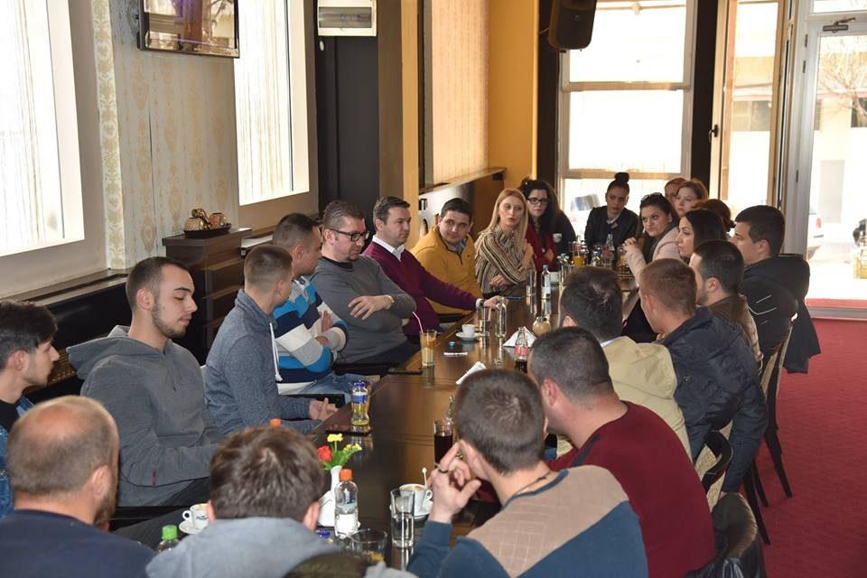 Мицкоски на средба со младите во Радовиш: Младите нема и не смеат да бидат заборавени, тие се мој приоритет