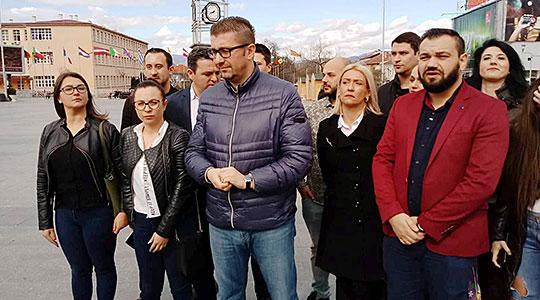 Мицкоски ја прекинува теренската агенда и се враќа во Скопје поради ситуацијата со носењето на неуставниот закон за јазици