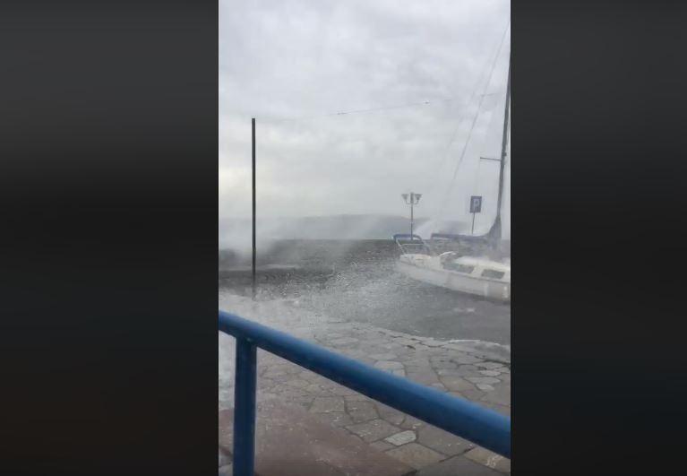 ВИДЕО: Беснее Охридско езеро, бродовите се нишаат како лулашки