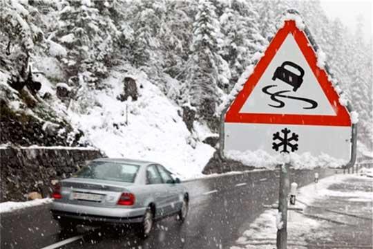 Сообраќајот по влажни коловози, забрана за камиони на патот Маврово-Дебар