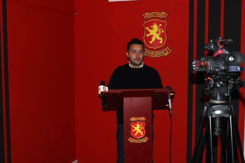 Божиновски: Охридскиот градоначалник  го затскрива полнењето на администрацијата со партиски кадри
