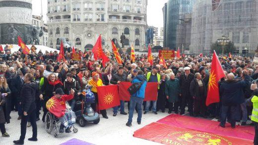 Народот излезе во одбрана на името Македонија