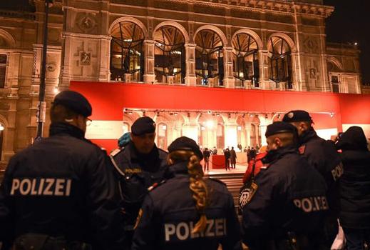 Паника во Виена: Најмалку тројца повредени при напад со нож