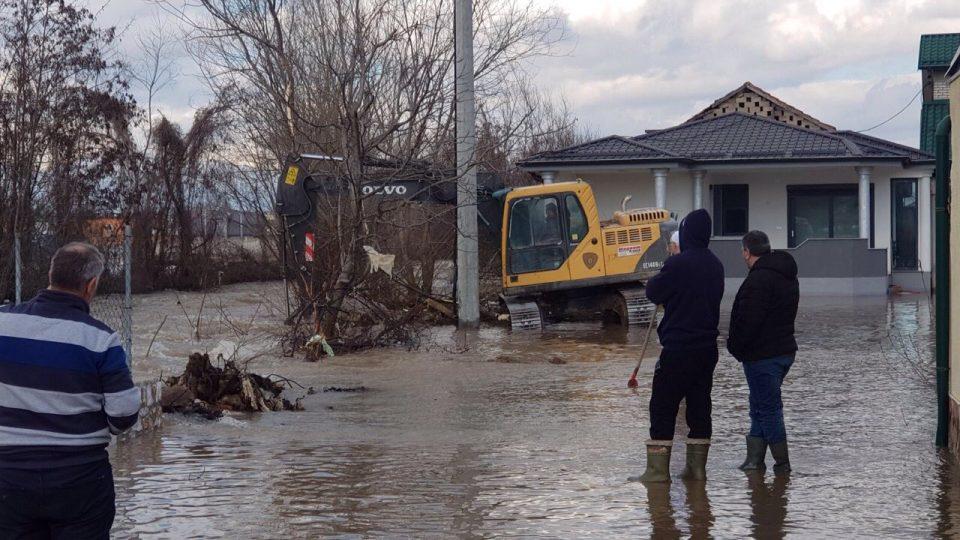 Излажани и тетовчани: Им ветуваа регулација на водите, а поплавите им го уништуваат имотот