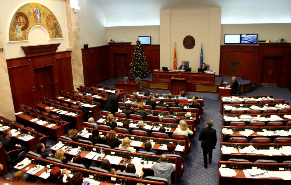 ВМРО-ДПМНЕ ќе се врати во Собранието само ако пратеничката група биде комплетна