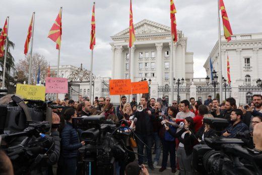 Протест на новинарите: Насилството, заканите и притисоците мора да запрат