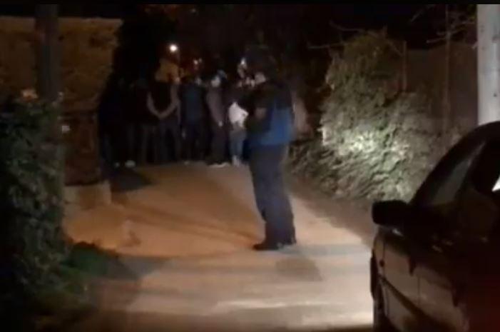 ВИДЕО: Протест пред куќата на Фросина Ременски, околу 60 полицајци го обезбедуваат имотот