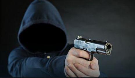 Драма во сендвичара во Центар: Со пиштол им се заканил на вработените, сега оди во притвор