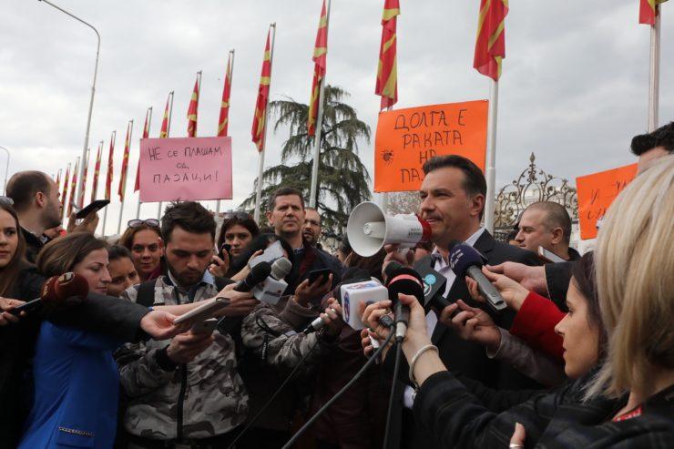 Насер Селмани до министерот на Заев: Врзете си ги кучињата за да не касаат!