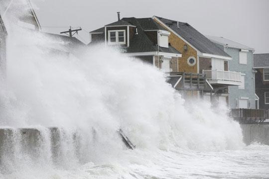 Ветрови со сила на ураган: Пет лица загинаа во невреме во САД