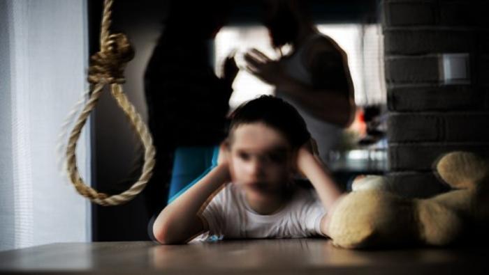 Ужасна трагедија во соседството: Дете се обеси во својот дом
