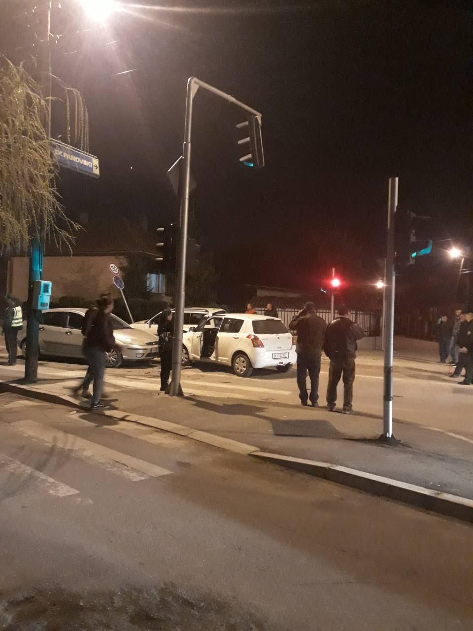 ФОТО: Сообраќајка вечерва во Скопје, се судрија три автомобили