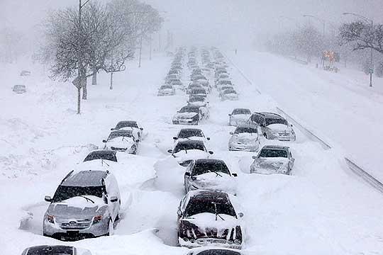 Затворени аеродроми, заглавени возачи- снежното невреме продолжува да прави проблеми