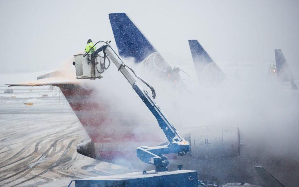 Снежно невреме во Британија, откажани 115 летови