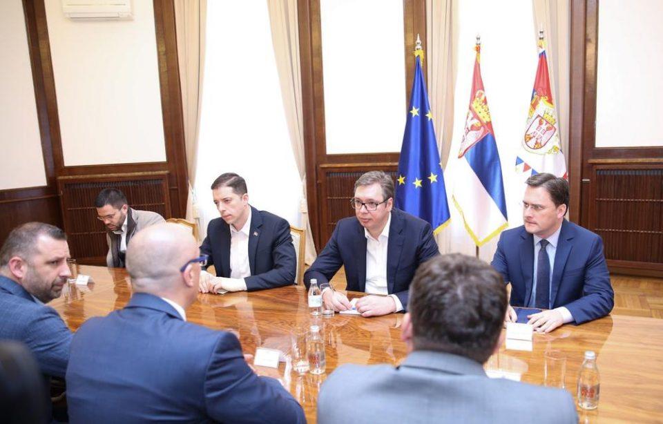 ФОТО: Ѓуриќ прв пат во јавност по апсењето во Косово, се појави на состанок со Вучиќ