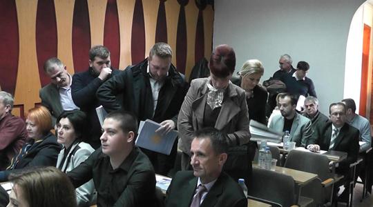 Опозицијата во Советот на општина Кочани ја напушти седницата поради законот за јазици