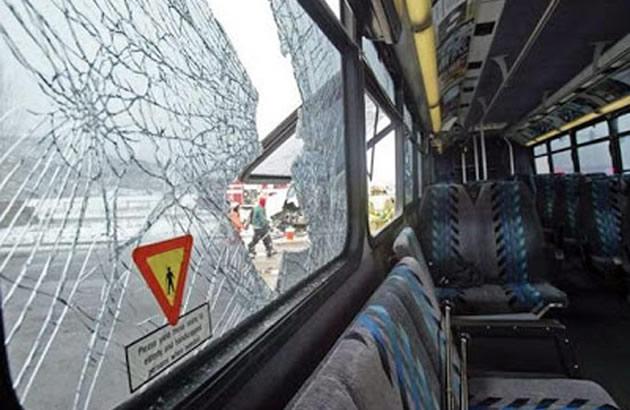"""Каменувана """"50"""" на ЈСП, искршени три стакла"""
