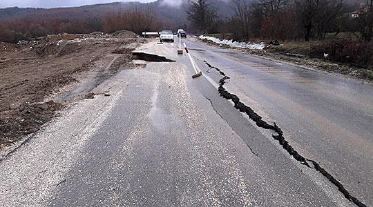 ФОТО: Возете внимателно, свлечиште на патот Кичево-Осломеј